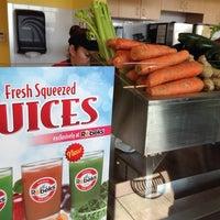 Foto scattata a Robeks Fresh Juices & Smoothies da Larry A. il 3/6/2014