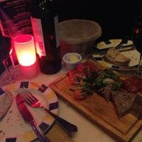 Photo prise au Brasserie & Wine Bar Toulouse Lautrec par Emma R. le6/22/2013