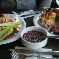 รูปภาพถ่ายที่ Hobby Cafe โดย esra I. เมื่อ 2/13/2013