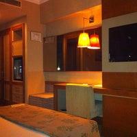 Das Foto wurde bei Tuğcan Hotel von K B. am 11/8/2012 aufgenommen