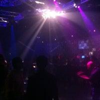 รูปภาพถ่ายที่ Drink Houston โดย Luke C. เมื่อ 11/3/2012