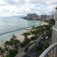Снимок сделан в Aston Waikiki Beach Hotel пользователем Eric T. 2/14/2013
