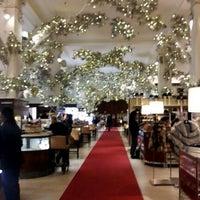 Foto tomada en Saks Fifth Avenue por Sakina S J. el 12/18/2012