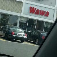 Foto scattata a Wawa da Ashley E. il 4/23/2013