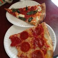 Foto diambil di Joe's Pizza oleh Francisco A. pada 4/2/2013