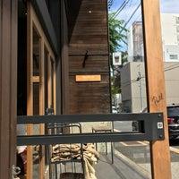 รูปภาพถ่ายที่ Allpress Espresso Tokyo Roastery & Cafe โดย Masanori F. เมื่อ 8/18/2018