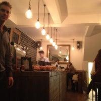 Foto tomada en Urban Tea Rooms por Jerome C. el 1/18/2013