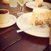 9/19/2013 tarihinde Pınar K.ziyaretçi tarafından Beymen Cafe'de çekilen fotoğraf
