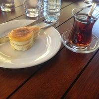 10/10/2013 tarihinde Pınar K.ziyaretçi tarafından Beymen Cafe'de çekilen fotoğraf