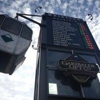 Foto tomada en (GLC) Garibaldi Lift Co. Bar & Grill por Matt K. el 9/29/2012