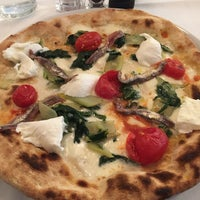 Foto diambil di La Finestra Pizza & Cucina oleh keith b. pada 10/9/2016