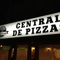 Foto tomada en Central de Pizzas por Mickey G. el 3/25/2013