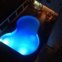 Das Foto wurde bei Kalif Hotel von Ebru K. am 8/20/2014 aufgenommen