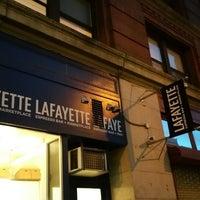 Foto tirada no(a) Lafayette Espresso Bar + Marketplace por MK K. em 12/19/2014