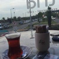 Foto diambil di Tria Restaurant Cafe oleh SAVAŞ K. pada 6/14/2016
