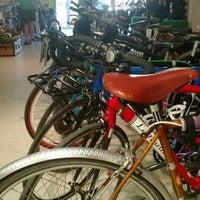 Foto scattata a Transit Bicycle Co. da Ben G. il 5/5/2015