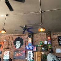 Foto tirada no(a) PLG Coffee House and Tavern por PJ D. em 6/4/2018