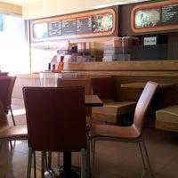 8/1/2013 tarihinde Fiannus K.ziyaretçi tarafından Dunkin Donuts'de çekilen fotoğraf