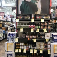 Foto scattata a Total Wine & More da Ian T. il 10/30/2018