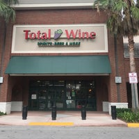 Foto scattata a Total Wine & More da Ian T. il 7/6/2018