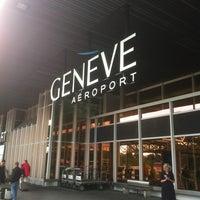 Foto tomada en Aeropuerto de Ginebra Cointrin (GVA) por Jepi M. el 6/24/2013
