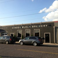 Foto tomada en Cinder Block Brewery por Ryan el 10/2/2013