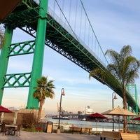 รูปภาพถ่ายที่ Vincent Thomas Bridge โดย Ashley S. เมื่อ 1/6/2013