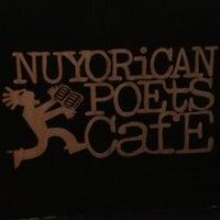 Foto scattata a Nuyorican Poets Cafe da LibraryDragon il 7/27/2013