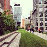 Das Foto wurde bei High Line von Nick S. am 5/25/2013 aufgenommen