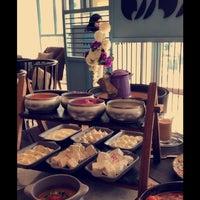 Das Foto wurde bei Rozana Lounge von Lujain k. am 11/10/2018 aufgenommen