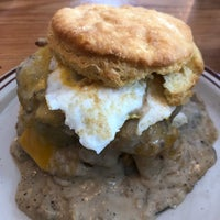 Foto tirada no(a) Pine State Biscuits por Trisha B. em 6/23/2018