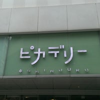 Foto tirada no(a) Shinjuku Piccadilly por cazooya em 6/22/2013