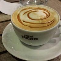 6/20/2013 tarihinde Serdar A.ziyaretçi tarafından Caffè Nero'de çekilen fotoğraf