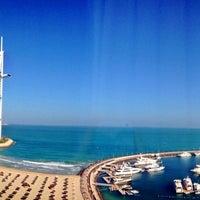 5/24/2013 tarihinde Rhiomyziyaretçi tarafından Jumeirah Beach Hotel'de çekilen fotoğraf