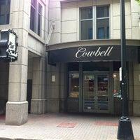 รูปภาพถ่ายที่ Cowbell Burger & Bar โดย Joshua D. เมื่อ 7/31/2013