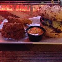 รูปภาพถ่ายที่ Cowbell Burger & Bar โดย Joshua D. เมื่อ 12/7/2013