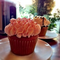 2/15/2013 tarihinde miwiziyaretçi tarafından The Yellow Leaf Cupcake Co'de çekilen fotoğraf