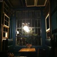 Foto tomada en Delta Cafe por Ashley P. el 11/10/2012