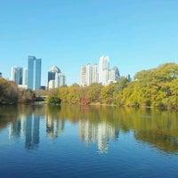 รูปภาพถ่ายที่ Piedmont Park โดย Andrew G. เมื่อ 11/22/2012