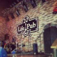 Foto diambil di Life Pub oleh Dima B. pada 11/1/2012