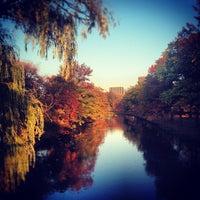 รูปภาพถ่ายที่ Charles River โดย Lilly L. เมื่อ 11/4/2012