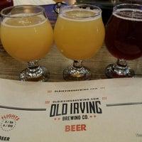 Foto tirada no(a) Old Irving Brewing Co. por Joel K. em 9/14/2018