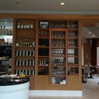 Das Foto wurde bei Romanisches Café von Mila E. am 9/2/2013 aufgenommen
