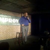 Photo prise au DC Improv Comedy Club par Hassan S. le4/11/2013