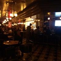 Foto tirada no(a) The Blackbird Public House & Oyster Bar por Gregory M. em 10/31/2013