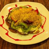 4/22/2013 tarihinde Görkem K.ziyaretçi tarafından Waffle Edem'de çekilen fotoğraf