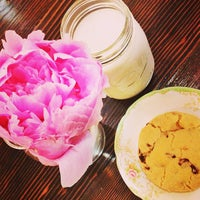 Снимок сделан в Milk Jar Cookies пользователем Caroline Y. 6/9/2013