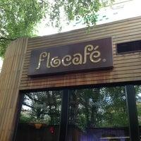 5/12/2013 tarihinde Alex G.ziyaretçi tarafından Flocafé'de çekilen fotoğraf