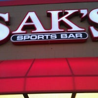 Foto tomada en Sak's Sports Bar por Wayne G. el 9/22/2012