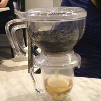 12/21/2012 tarihinde Casey Y.ziyaretçi tarafından Da.u.de Tea Lounge'de çekilen fotoğraf